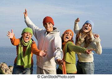 groep, het schreeuwen, tieners, het glimlachen, het zingen, of, vrolijke