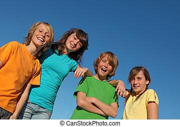groep jonge geitjes, op, zomer, school, of, kamp