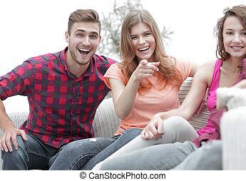 groep, mensen zittende, jonge, bankstel, vrolijke