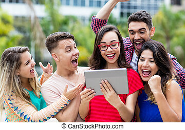 groep, student, tablet, scholieren, franse , juichen, computer, lachen, vrouwlijk, nerdy, internationaal