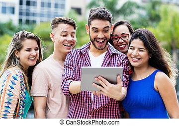 groep, tablet, scholieren, juichen, computer, hipster, student, spaanse , internationaal, vrolijke