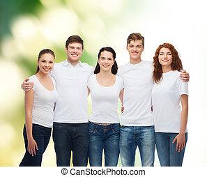 groep, tieners, leeg, het glimlachen, witte t-shirts