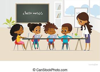 groep, van, afrikaanse amerikaan, geitjes, leren, coderen, een jongen, antwoorden, vraag, het glimlachen, vrouwelijke leraar, luistert, om te, him., concept, van, informatics, les, op, school., vector, illustratie, voor, spandoek, poster, website.