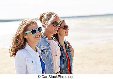 groep, van, het glimlachen, vrouwen, in, zonnebrillen, op, strand