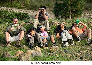 groep, van, hikers, het rusten