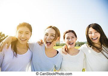 groep, van, jonge, mooie vrouwen, het glimlachen