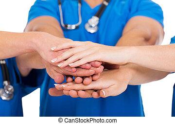 groep, van, medisch, artsen, handen samen