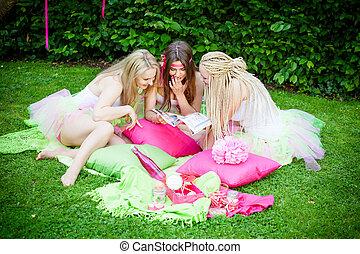 groep, van, mooi, vrouwlijk, vrienden, het glimlachen