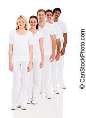 groep, van, multiracial, vrienden, in een rij