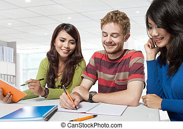 groep, van, verscheidenheid, scholieren, studerend