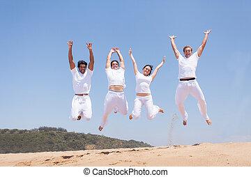 groep van vrienden, springt, op, strand