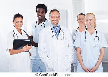 groep, van, vrolijke , multiracial, artsen