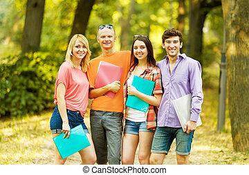 groep, van, vrolijke , scholieren, met, boekjes