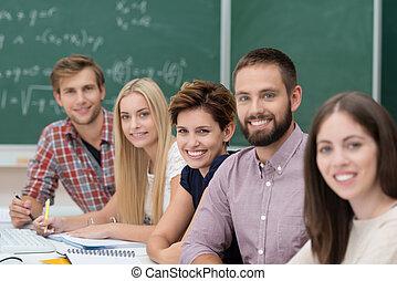 groep, van, vrolijke , succesvolle , universiteit, scholieren