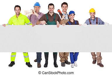 groep, van, werkmannen , het voorstellen, lege, spandoek