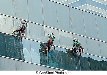 groep, van, werkmannen , poetsen, vensters, dienst, op, hoge...