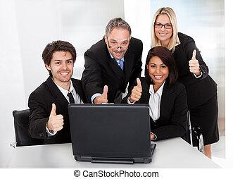 groep van zakenmensen, op, de, vergadering