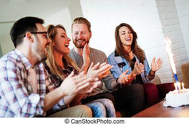 groep, vieren, jarig, samen, thuis, vrienden