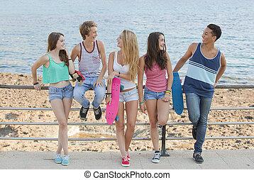 groep, vrienden, kletsende, zomer