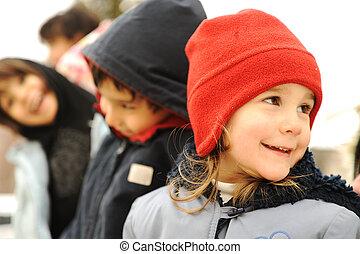 groep, winter, buiten, kleren, kinderen, vrolijke