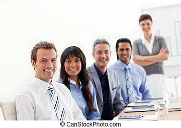 groep, zakelijk, het tonen, etnische verscheidenheid, presentatie
