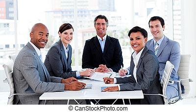 groep, zakelijk, het tonen, etnische verscheidenheid, vergadering