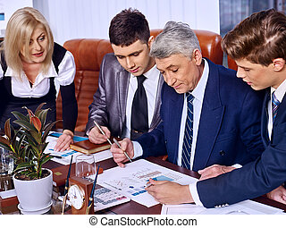 groep, zakenlui, in, kantoor.