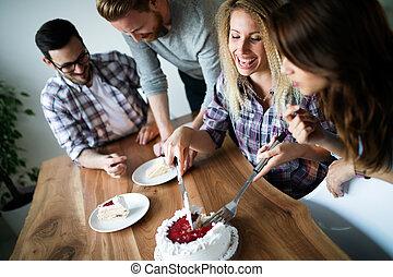 groepering aaneen, vieren, jarig, thuis, vrienden