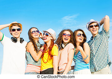 groepering van jonge mensen, het dragen van zonnebril, en,...