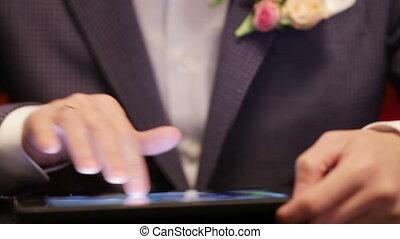 Groom on tablet