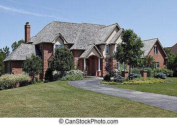 groot, baksteen, thuis, met, ceder, dak
