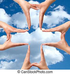 groot, medisch, kruis, symbool, van, handen, vrijstaand