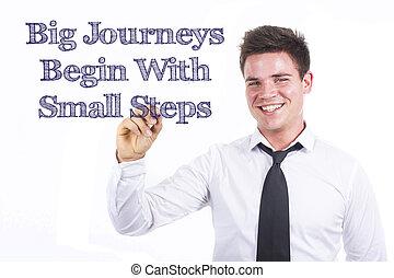 groot, reizen, beginnen, met, kleine, stappen, -, jonge, het glimlachen, handelaar geschrift, op, transparant, oppervlakte