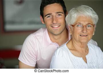 grootmoeder, kleinzoon, bezoeken