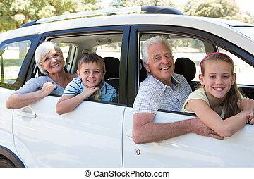 grootouders, gaan, op, autovakantie, met, kleinkinderen