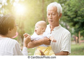 grootouders, outdoors., spelend, kleinkind
