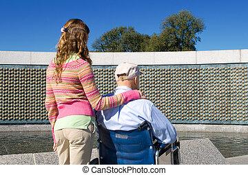 grootvader, kleindochter, wheelchair, wwii, gedenkteken