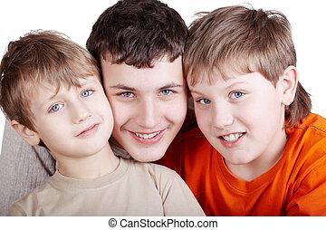 gros plan, âges, trois, différent, garçons, portrait, sourire, tête, row.