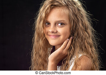 gros plan, adolescent, arrière-plan noir, portrait, girl