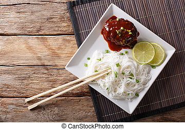 gros plan, bifteck, sommet, vermicelle, jus viande, hambagu, délicieux, horizontal, riz, table., vue