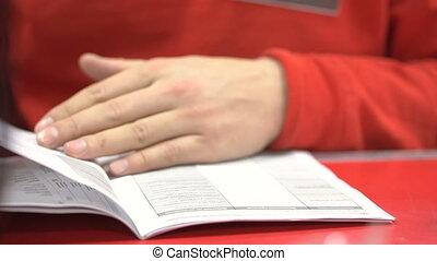 gros plan, document., femme, rouges, met, cachet