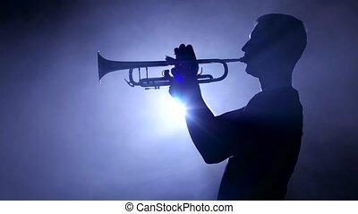 gros plan, enfumé, musicien, silhouette., studio, trombone, professionnel, jouer
