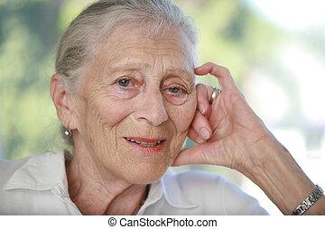 gros plan, femme, dof., contemplating., peu profond, portrait, personne agee
