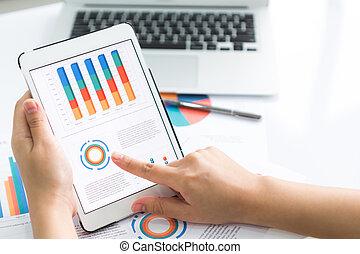 gros plan, financier, tablette, business, diagramme, personne, numérique, utilisation