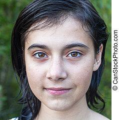 gros plan, foncé-d'une chevelure, jeune fille, portrait, outdoors.