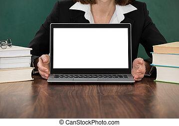 gros plan, ordinateur portable, enseignante