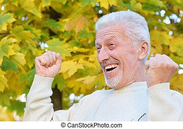 gros plan, parc, personnes agées, automne, poser, portrait, homme, heureux