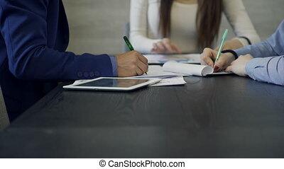gros plan, project., employés bureau, mains, employé, vue