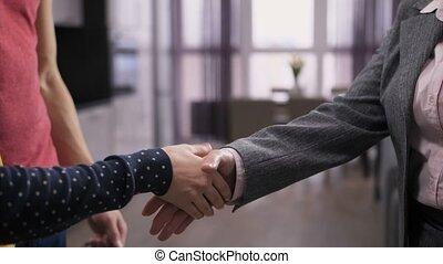 gros plan, secousse, agent, immobilier, mains