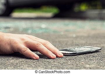 gros plan, smartphone, dangereux, après, main, incident, victime, route